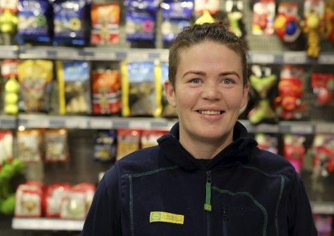 Elsi Lauvdal og resten av medlemmene i FAU ved Tvedestrand Skole oppfordre både bedrifter og privatpersoner til p blir med på kronerulling for skidag.