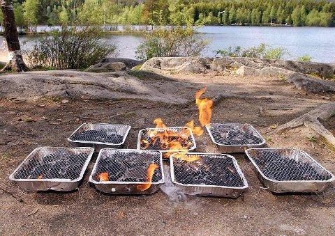 Forbudet brannvesenet har gått ut med inkluderer også bruk av engangsgriller eller annet utstyr som kan bidra til at vegetasjon antennes.