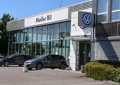 BLANDET: Hos Møller Bil Tønsberg har de solgt færre Volkswagen i januar og ut mai 2020 enn tilsvarende periode i fjor, men mange flere Audi.