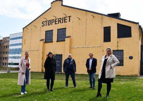Denne gjengen skal arrangere Penge og akjsefestivalen FUN;D i Tønsberg i september. Fra venstre: Charlotte Svensen, Marie Olaussen, Ketil Hvidenbråten, Nick Sandberg og Beate Engelschiøn.