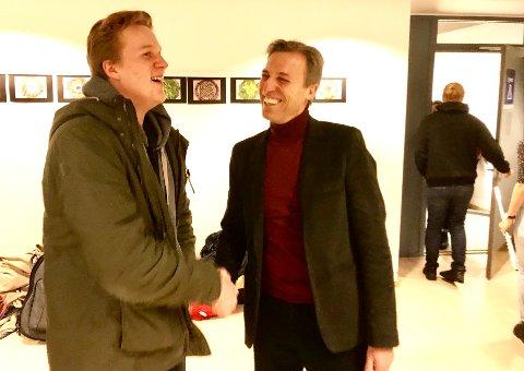 Martin Aksjøberg Sevaldson er svært fornøyd med første året på musikklinja på Bysteiner'n. Og med å bli hilst av rektor hver morgen.