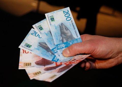 De nye 100- og 200-lappene fra Norges bank.