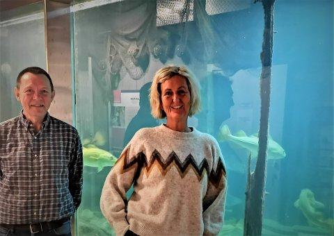 Morten Homme er leder av styret for stiftelsen Risør Akvarium, Åse Fjellstad er styremedlem.  De forteller om en arbeidskrevende stiftelse, men også om vilje til å satse for å øke inntektene. Derfor frykter de en reduksjon i det kommunale tilskuddet.