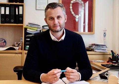 BLIR MED VIDERE: Kvinesdal kommune sier ja til intensjonsavtale mellom Agder Energi og Glitre Energi. Ordfører Per Sverre Kvinlaug (KrF) mente det var på tide å se bort fra vindkraft-argumentet.