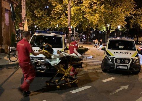 Både politi og ambulansepersonell har hatt mye å gjøre i Oslo sentrum natt til søndag.