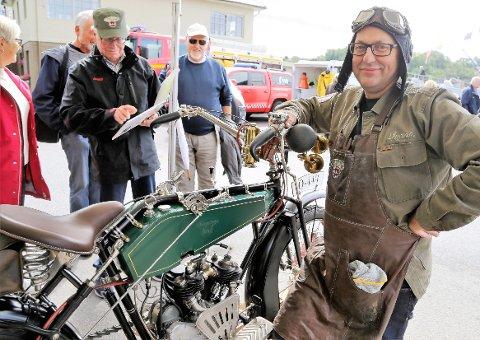 Den minst hundre gamle motorsykkelen som Arvid Håland har restaurert, er et «kunstverk» som vekker stor oppsikt. Håland har lagt ned talløse timer på verkstedet etter at han fikk overta tohjulingen frå Moritz Hopland.