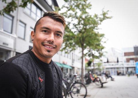 Bjørn Tore Solvoll er adoptert fra Colombia og oppvokst på Tverlandet. Tidligere i år fikk han for første gang kontakt med sin biologiske familie. Til høsten reiser han for å møte dem.