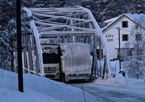 STOPP: Her var det bom stopp på E6 i Rana kommune.