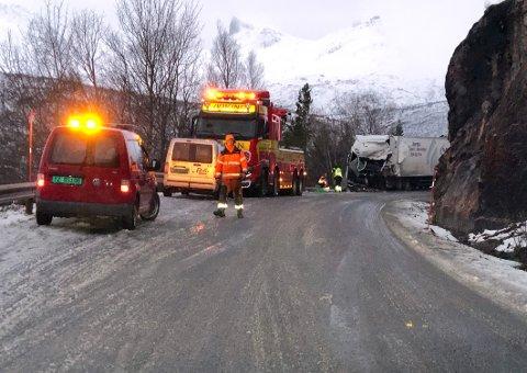 Omkom: To sjåfører omkom i trafikkulykken på E6 like nord for Tømmerneset tunnel i Hamarøy 8. januar. Etterforskningen av ulykken pågår fortsatt.