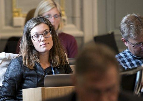BEDRE I DAG: Sara Berge Økland var Frps stjerneskudd. Så fikk hun nok av innvandringsretorikken og meldte overgang til Høyre. – Bare journalister spør om jeg har brutt velgerkontrakten. Jeg mener jeg er en bedre folkevalgt som medlem i Høyre, sier hun. ARKIVFOTO: SKJALG EKELAND