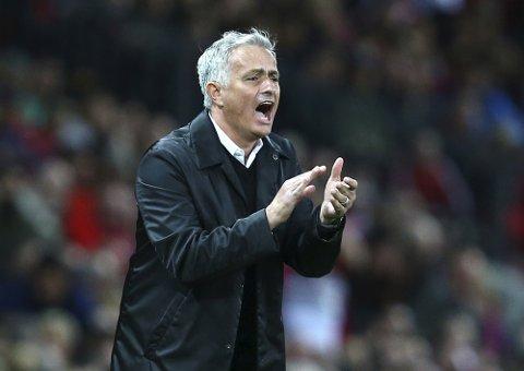 Manchester United og manager Jose Mourinho har fått en tøff start på sesongen. To tap på tre første kampene er ikke vanlig kost i Manchester.  (AP Photo/Dave Thompson)