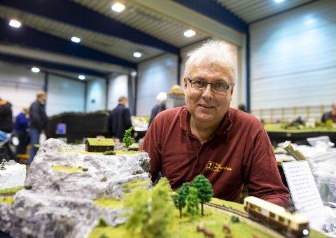 Ole Palerud er messegeneral og ildsjel for jernbanen. – Vi er ikke sprø, heller ikke spesielt nerdete. Vi er ganske vanlige menn, sier han. ALLE FOTO: ANDERS KJØLEN