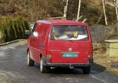 Tyvene ble observert i denne stjålne bilen i flere nabolag på Askøy søndag.