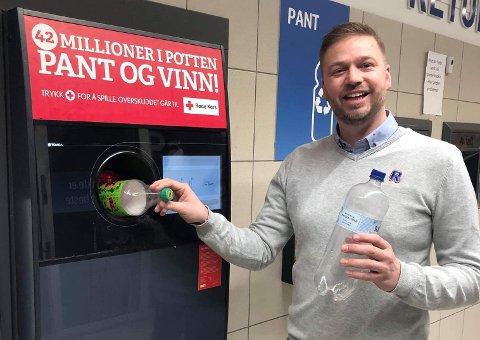 Kjøpmann Preben Madsen Skryter av kundene: - Helt fantastisk at de er så flinke til å donere bort pantepengene sine.
