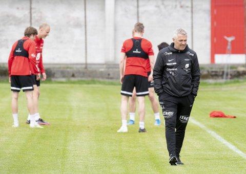 – Vi kan ikke klage på gressfasilitetene nå, sier Brann-trener Kåre Ingebrigtsen til BA.
