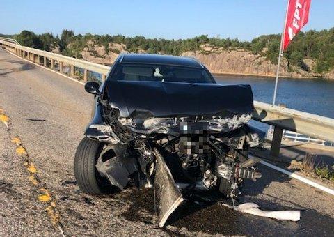 Bare sjåføren stod ved ulykkesstedet da politiet kom frem.