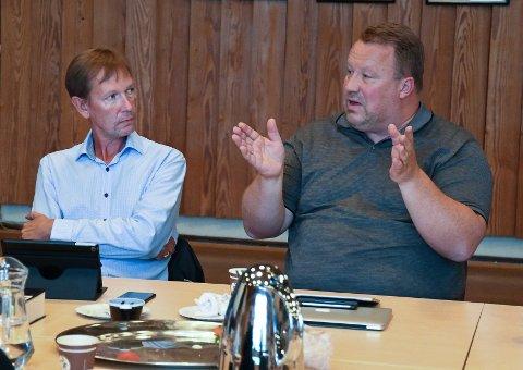 Høyres Jostein Årre (til høyre) og Dag Bjerke (Frp) synes ikke det er greit at kommunen har tatt i bruk dobbeltrom på sykehjemmet. De er også meget kritiske til at bruken av dobbeltrom ikke har blitt diskutert politisk før det er iverksatt.