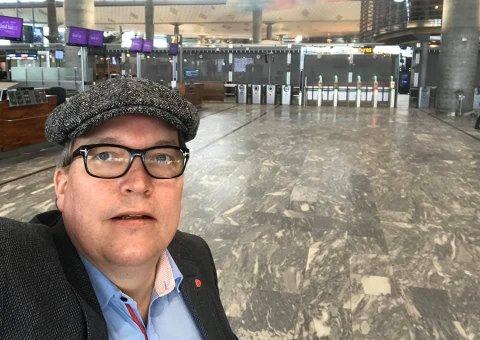 INGEN KØ: Sverre Myrli så nesten ingen reisende i avgangshallen på Oslo lufthavn onsdag morgen.