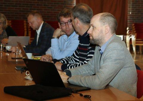 Frank Willy Djuvik (Frp) fekk formannskapet med på å kjøpe ut Førde og Naustdal frå Kystvegen Måløy - Florø.
