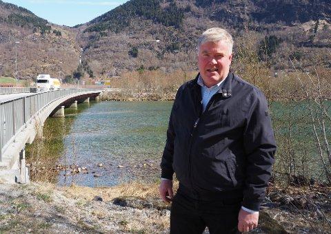 INNBYGGJAR DØYDDE AV KORONA: Ordførar Ivar Kvalen seier dødsfallet er djupt tragisk.
