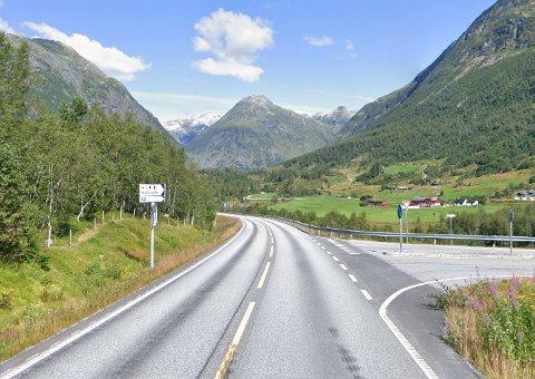 RV.5: På strekninga ved Vatnasete i Sogndalsdalen hadde UP kontroll søndag. Dei fann ikkje dei største fartsbrota, men til gjengjeld braut svært mange fartsgrensa.