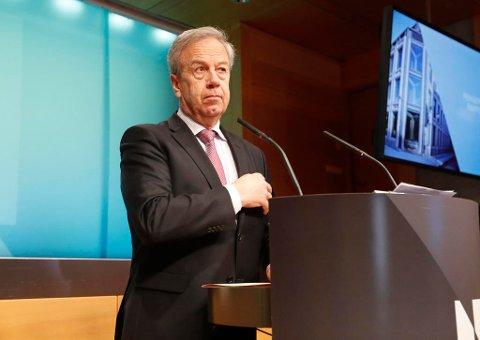 RENTEOPPGANG: Sentralbanksjef Øystein Olsen holder styringsrenten uendret på 0,5 prosent, men flytter tidspunktet for en oppgang nærmere fram i tid.