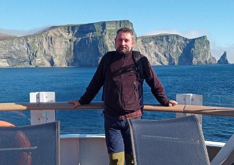 ADVARER BUSSPASSASJERER: Jim Viktor Myrli fra Målselv var passasjer på MS Roald Amundsen på den siste Svalbard-turen. Han tok bussen hjem fra Tromsø 10.30, og visse ikke om smitten om bord på hurtigruteskipet før han leste det i Nordlys i løpet av bussturen. Han valgte selv å gå ut på sosiale medier for å advare andre busspassasjer om mulig smitte.