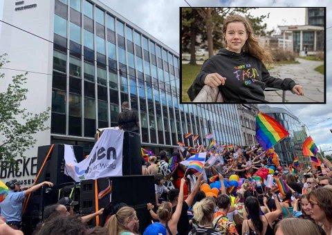 PARADE: Lørdag 26. juni arrangeres Pride for første gang i Narvik, og da blir det parade fra Dama på Torvet til Narvik havn. Leder i Ungdomsrådet, Emma-Sofie Olafsen er initiativtaker og gleder seg veldig. Bildet av parade er fra Oslo Pride i 2019. Olafsen håper toget i Narvik blir fargerikt.