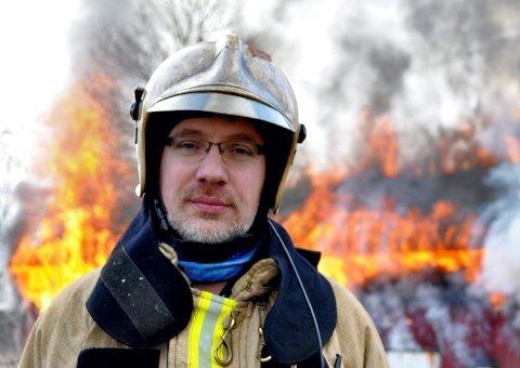 IKKE I HORTEN: Ifølge vakthavende brannsjef Andrew Wright fikk ikke alle lynnedslagene over Horten det siste noen konsekvenser. Det var verre i Tønsberg. (Bildet ble tatt da en låve brant på Nykirke i 2011).