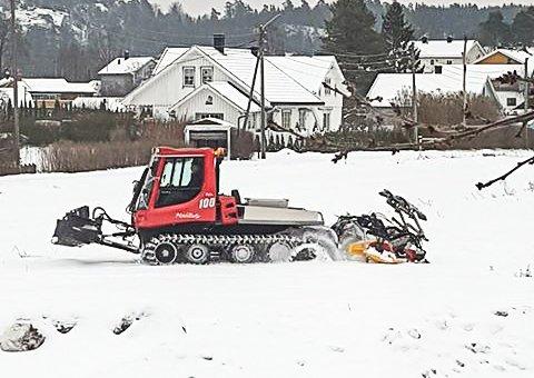 SKISPOR: Løypemaskinen i arbeid på Nykirke.