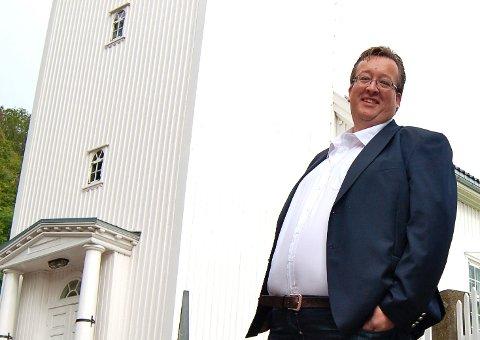 OM BRODER AAGE: Jan Kristian Hverven synger kjente sanger av predikanten Aage Samuelsen.