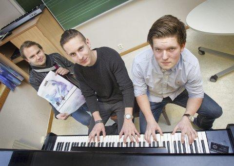 UKM: Unge odølinger svikter UKM i år. Her er kulturskolerektor Joakim Pedersen (til venstre) sammen med Kristian Jacobsen og Tosten Rolstad, som var to av nesten 50 deltakere på UKM i 2015.