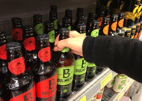KAN KJØPE: Du kan kjøpe alkohol, selv om det er valgdag. Alkoholloven ble endret for fire år siden –  men gamle forbruksvaner sitter fortsatt i ute blant folk.