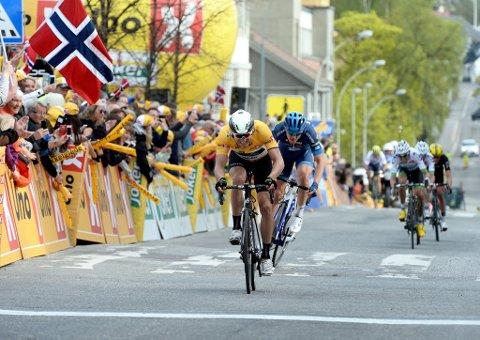 I MÅL: Edvald Boasson Hagen syklet inn til 14. plass på hjemmebane fredag, og mistet den gule ledertrøya.  Foto: Morten Aasen