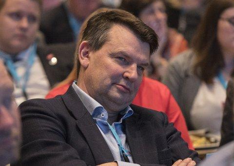 Krise: Justisminister Tor Mikkel Wara må svare for at samband bryter sammen i uvær.