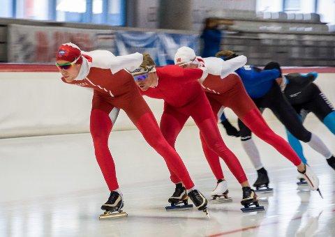 INZELL: Magnus Bakken Haugli er snart tilbake på isen i Inzell, her fra fjorårets samling. Kristian Vårvik og Håkon Sundøen Brørby er nærmest Magnus.