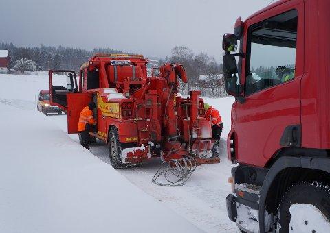 MYE Å GJØRE: Bilbergerne til Lunner Auto har en travel kveld, med mange utforkjøringer på sidevegene. Arkivfoto