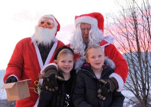 Ho-ho-ho: NAF-nissene prøvde seg på en hohoho, sammen med Maja H. Nessjøen (7) og Ingrid Kvisberg (7).