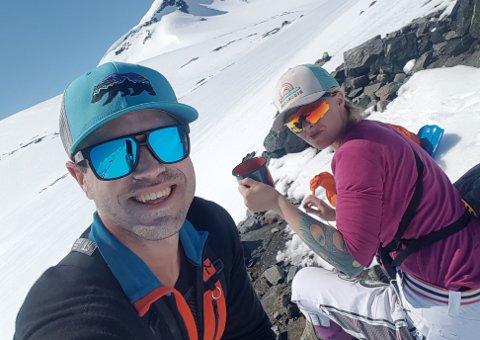 IDYLLEN BLE BRUTT: Kim Haughovd Karlsen og Ann Christin Storteig Nygård hadde en fantastisk tur. Helt til de skulle kjøre ned igjen.