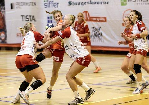 SKADETRØBBEL: Malene Staal og Sunna Jonsdottir (i bakgrunnen) sliter med vondt kne, men spiller sannsynligvis søndagens oppgjør mot Storhamar.