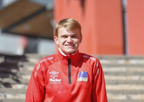 Christian Thomassen legger ned mye tid på idretten sin. Til helgen deltar han som eneste aremarking i senior-NM i friidrett.