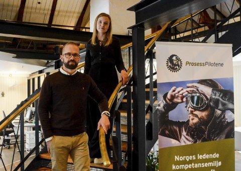 VOKSER STADIG: Prosesspilotene har kontorer på gamle Stalloftet og deres digitale tjenester har blitt veldig populære de siste årene og nå  planlegger de å utvide staben ganske ettertrykkelig i løpet av kort tid. Dermed får avdelingsleder Jørgen Amrud Hagen og Gøril Utsi nye kolleger i de historiske lokalene.