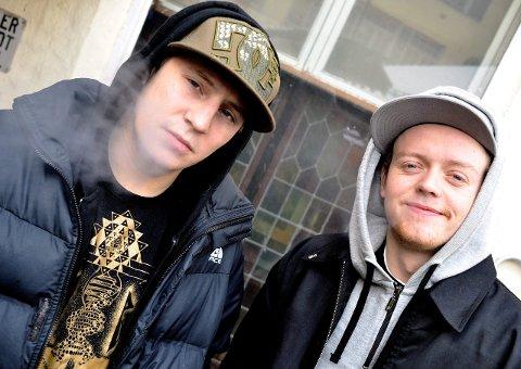 KOMMER TIL VIKEDAL: John9 og OnklP er populære hos de unge og spiller i Vikedal i løpet av sommeren.