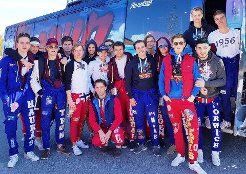 SHOGUN 2017: 17 gutter fra Haugesund har gått sammen om russebuss. Fredrik Haukås (t.v.) har tro på at det blir en kjekk helg i Kongeparken. Foto: Thor Magnar Thorsen/102