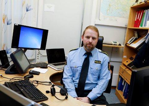 VAKTSJEF: André Skram Hansen har lørdagsvakt, og er vaktsjef ved Haugesund politistasjon.