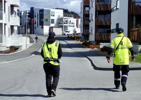 INGEN Å BØTELEGGE: For en uke siden skrev de ut 25 bøter her. Nå er de feilparkerte bilene så godt som forduftet.