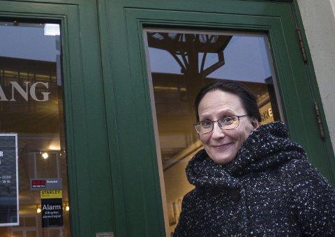 ELSA LAULA: Cecilia Persson står på scenen som Elsa Laula Renberg på Trøndelag Teater.