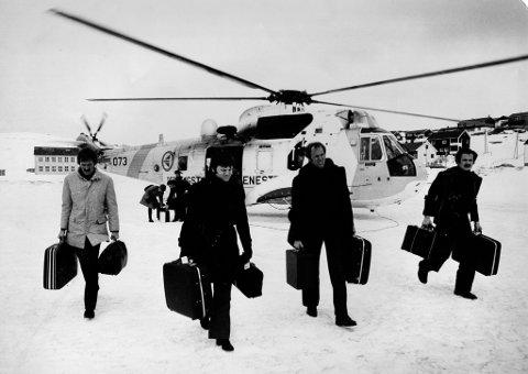 POLITI: Politietterforskere ble fløyet til Havøysund med hjelp av Forsvarets redningshelikopter på Banak under drapsetterforskningen i 1977.
