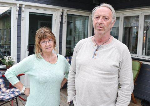 – FORTVILT: Bjørg Helgesen og Torstein Fagerli er lei av å vente på å få ordnet huset sitt. Derfor går de nå til sak.