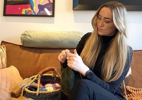 HEKTA: Etter at Christina Svarva (28) strikket sin første genser i april i fjor, ble hun hekta.